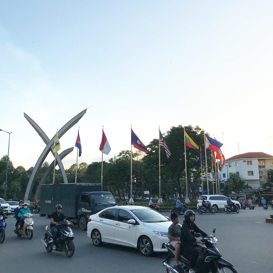 インドネシアとベトナムのバイクタクシーの違いを比べてみた