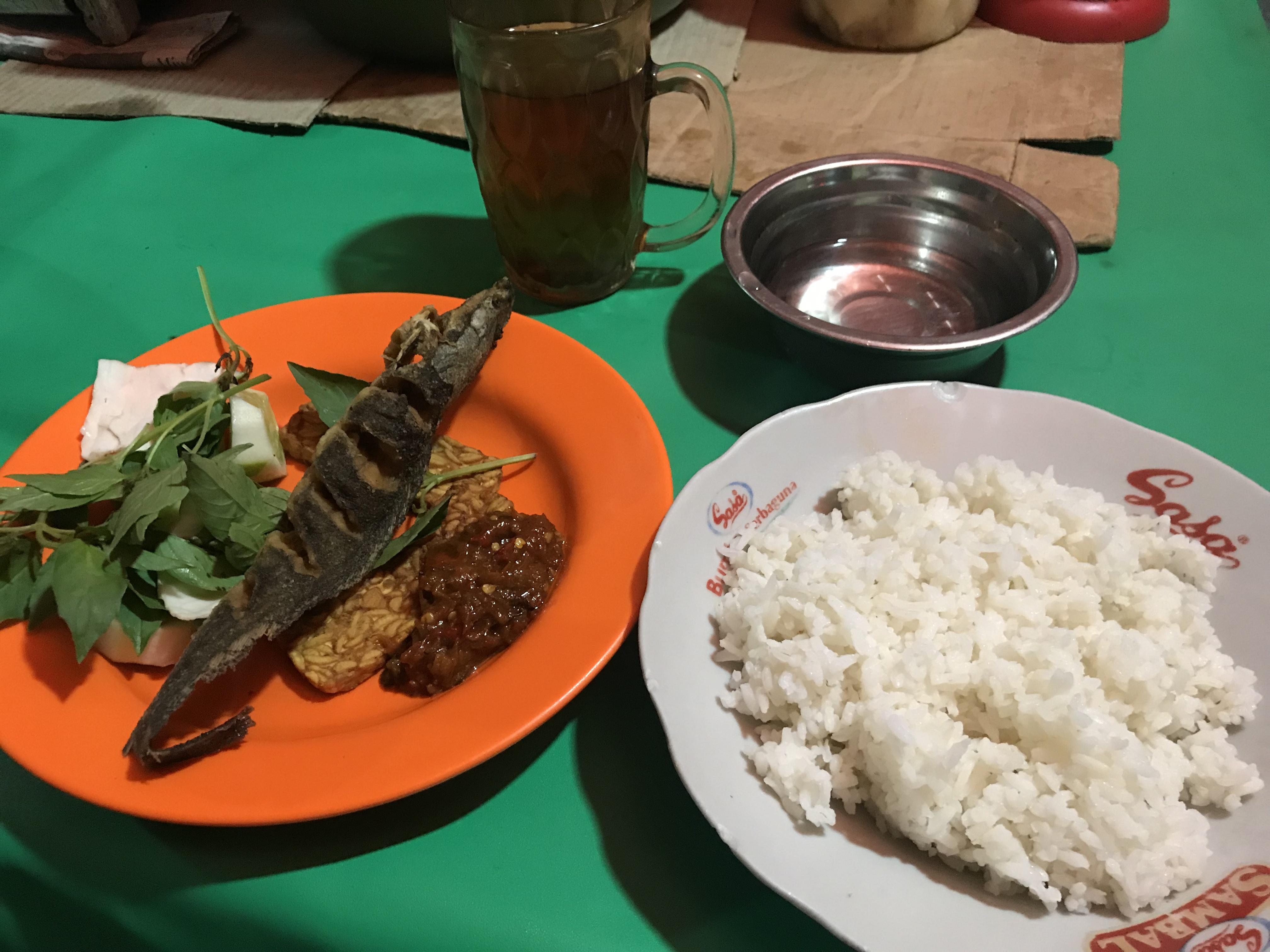 インドネシアの屋台飯を食べよう
