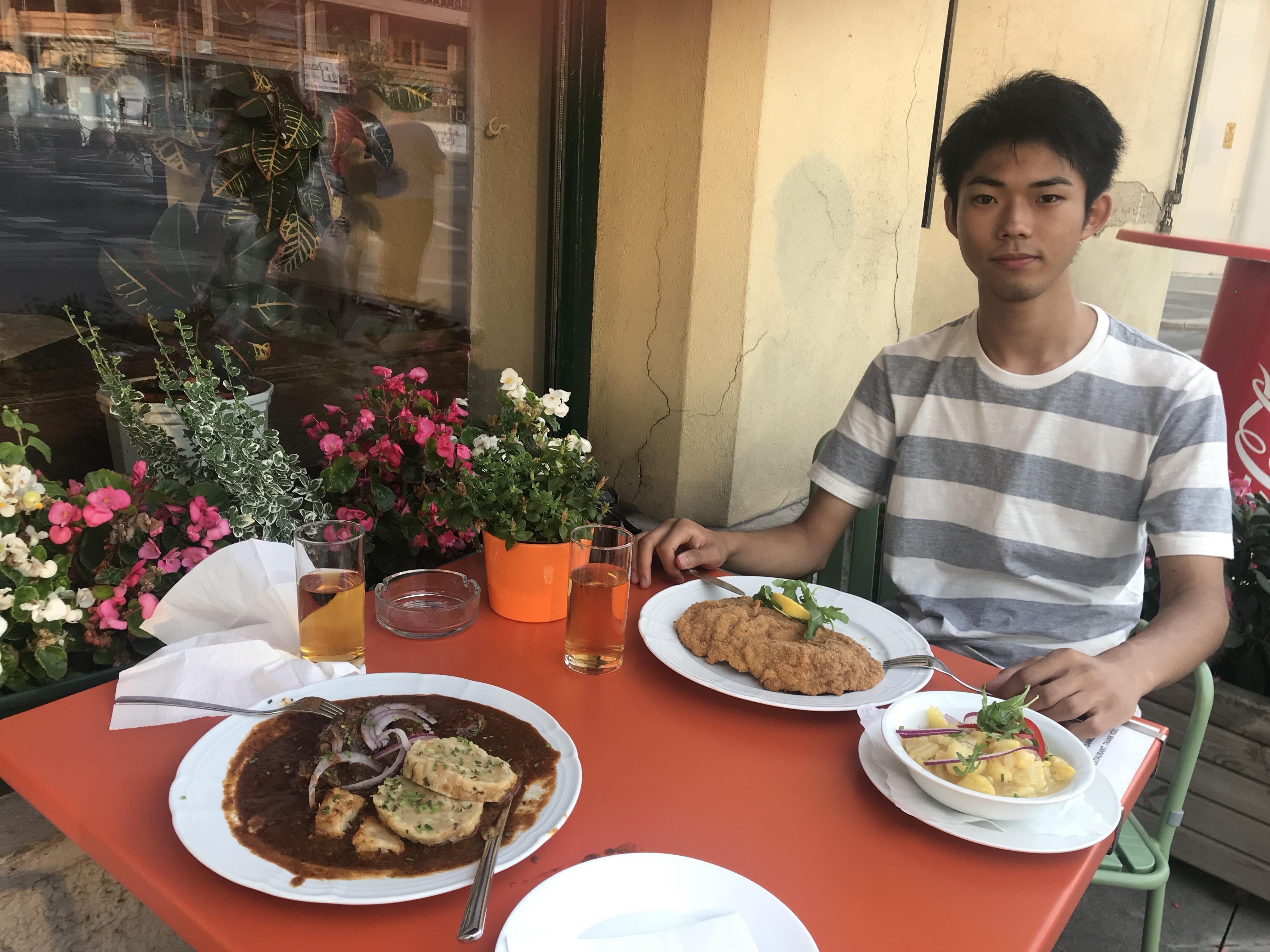 【オーストリア観光情報】オーストリアで一度は食べたい!〜オーストリア発祥料理ウィンナーシュニッツェル〜